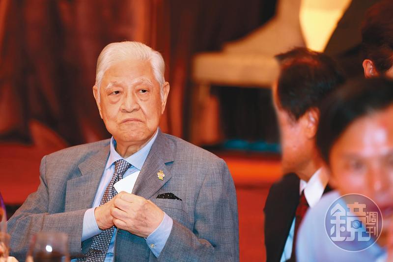 前總統李登輝主政時期開創出來的兩岸、經濟格局,深深影響之後的台灣政局,整個小島皆活在他的影子底下。