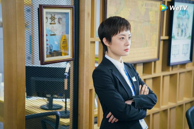 孫儷在《安家》霸氣全開,收服問題員工。(WeTV提供)