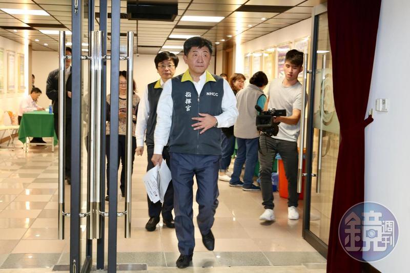 中央疫情指揮中心提升至一級開設,衛福部長陳時中擔任指揮官。