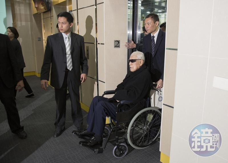 李登輝晚年病痛纏身,時常進出醫院接受手術。
