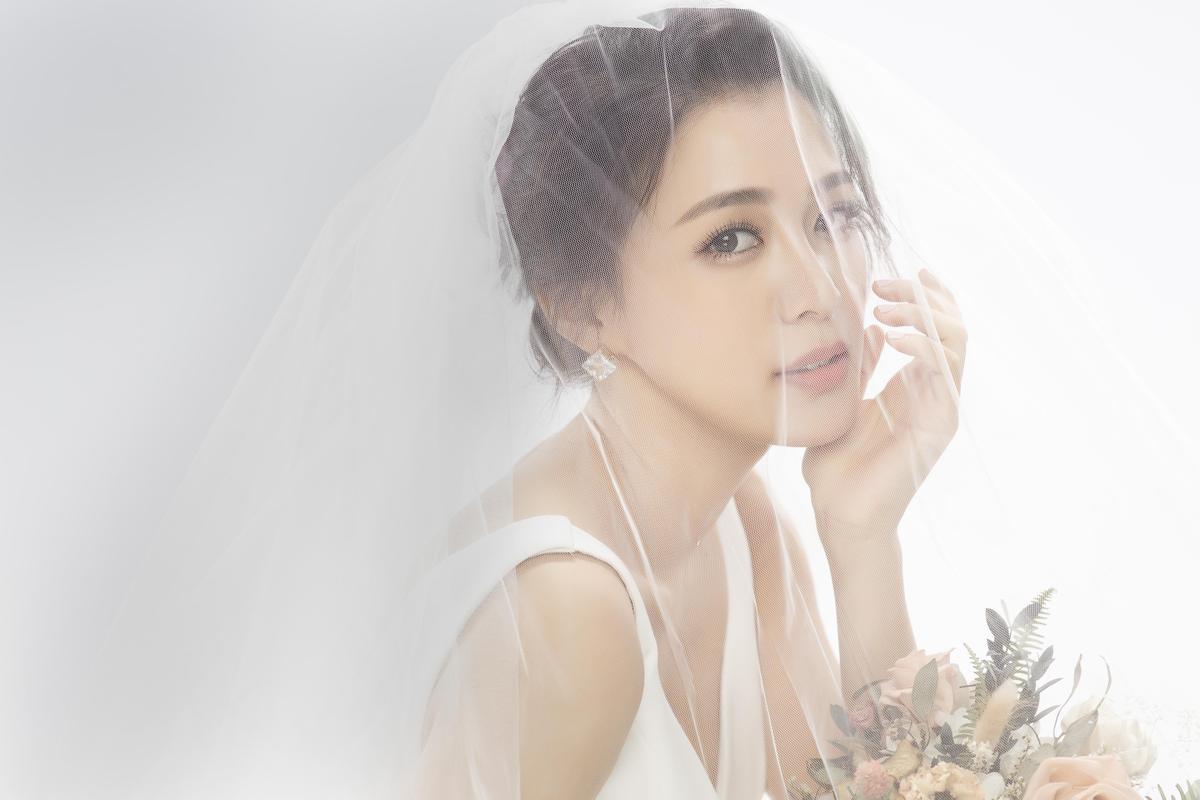 王思平告別單身,成為人妻「李太太」。(日出工作室提供)