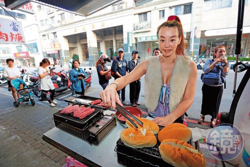 法拉利姐賣黑鮑魚香腸曾經受到粉絲歡迎,但也是黯然收攤。(資料照)