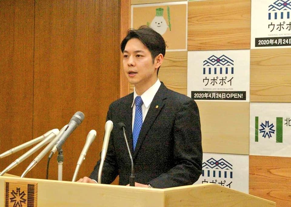 北海道知事鈴木直道不只顏值高,霸氣的防疫決定也獲得讚賞。(翻攝鈴木直道臉書)