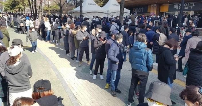 南韓疫情嚴重,口罩卻一片難求。示意圖,非當事人。(翻攝自韓網)