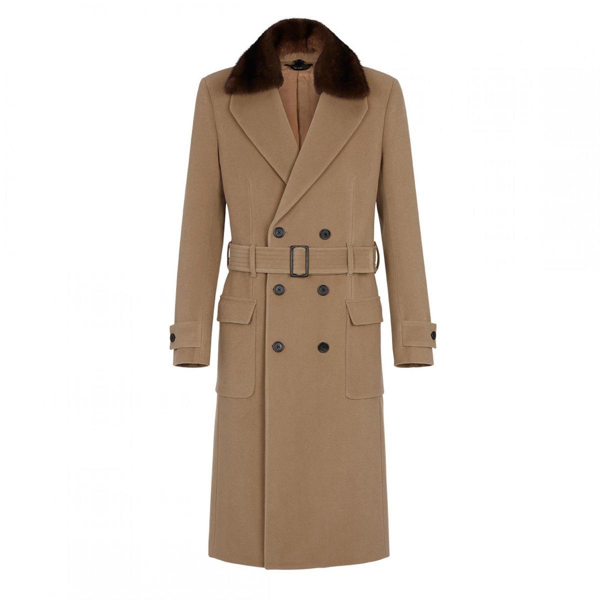 FENDI 2019秋冬的修身墊肩訂製大衣。NT$205,000(FENDI提供)