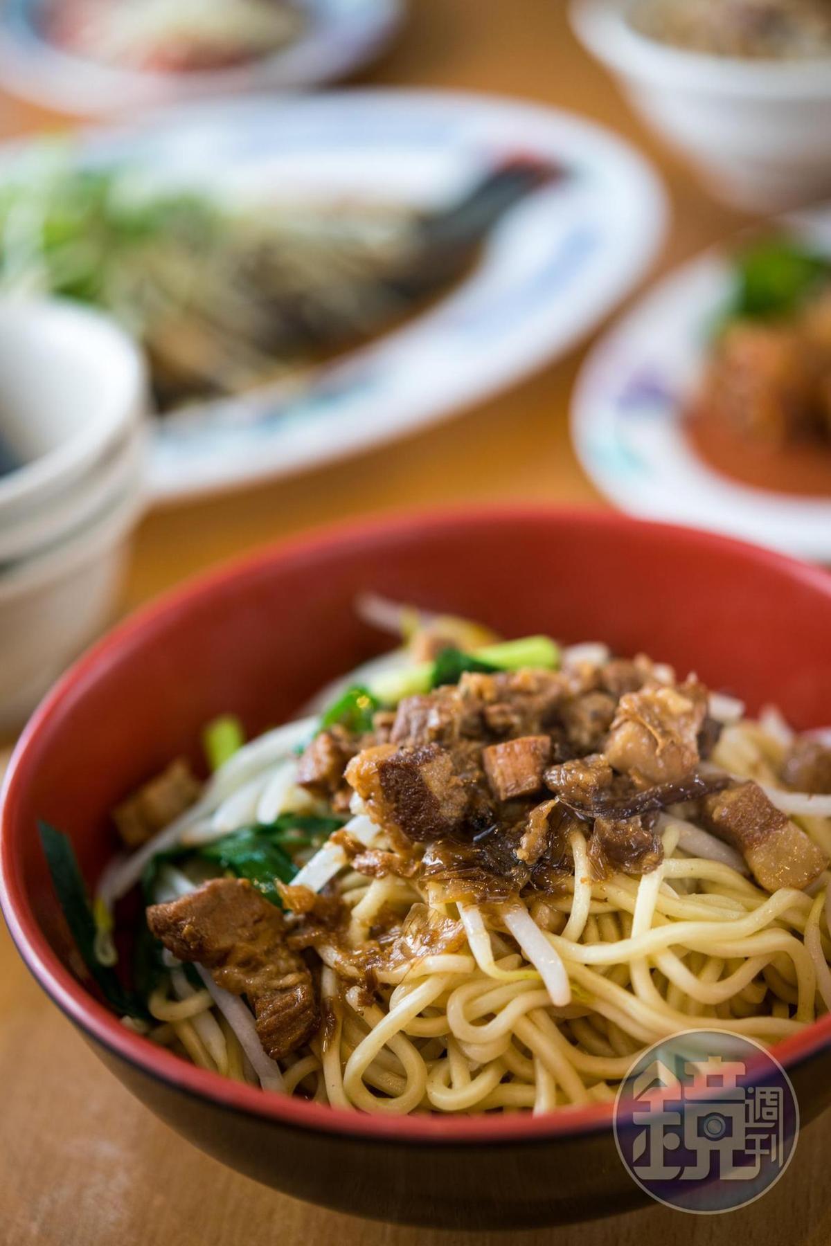 「乾切仔麵」肉臊以三層肉加自家油蔥炒製。(40元/碗)