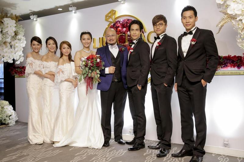 趙小僑(左四)與劉亮佐(右四)結婚時讓不少人大吃一驚。(資料照)