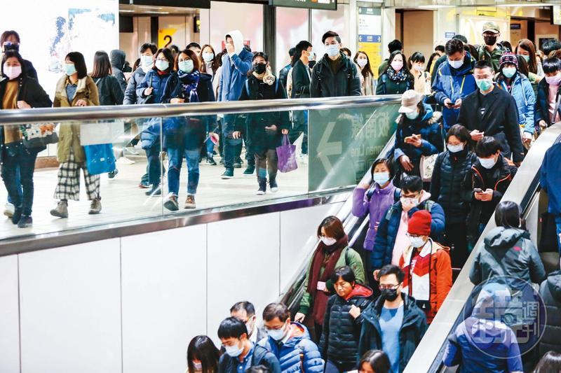台灣疫情仍控制在有限度傳染,但為防堵大規模社區感染,指揮中心呼籲民眾應避免出入大型集會或活動。