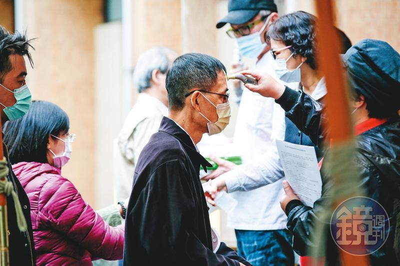 陳建仁認為防疫的盾牌與劍是快篩工具及抗病毒藥物,國內已有初步成果,但須加速研發腳步。