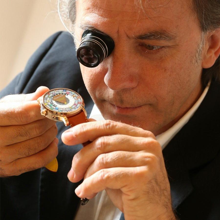Michel Navas曾於FRANCK MULLER負責機芯研發,並在百達翡麗、GÉRALD GENTA負責過高複雜功能的製錶職務,後來創立複雜機芯工坊BNB Concept SA.,2007年才成立了La Fabrique du Temps。