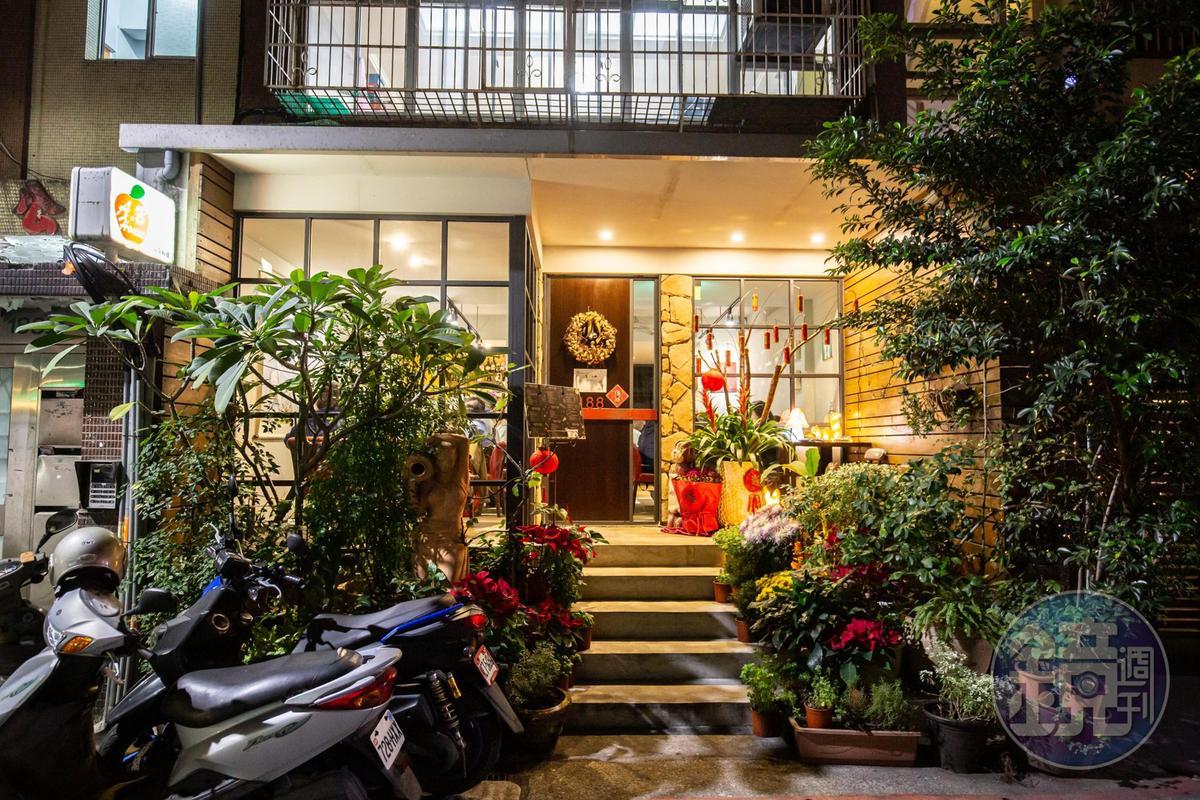開在巷子裡的A.B HOUSE外觀低調樸實,卻是許多名人心頭好,據說彭淮南也是常客。