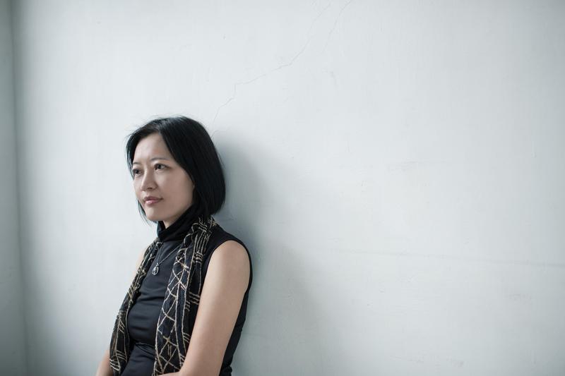 「女人在世界上想要掌握的東西很多,不止是跟男人的關係。」我問陳瑤華為何不多寫感情線,她的回答倒也俐落。(鏡文學提供)
