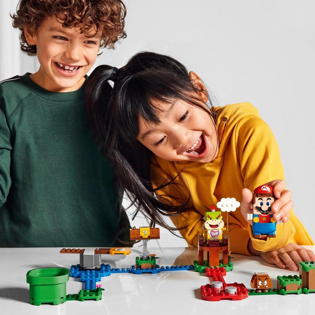 除了組裝積木,「樂高超級瑪利歐」還希望能增加更多互動樂趣,花費了約4年時間開發。(翻攝自任天堂官網)