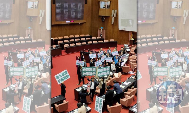 國民黨等3在野黨提案退回政院版《國土計畫法》草案,但民進黨以優勢席次否決。
