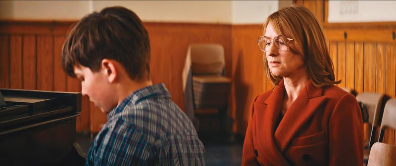 冷漠、心理扭曲的媽媽把自己的遺憾、傷痕轉為對兒子的期待,關心換來絕情,兒子的演奏會因而掀起一場家庭風暴。(光年映畫提供)