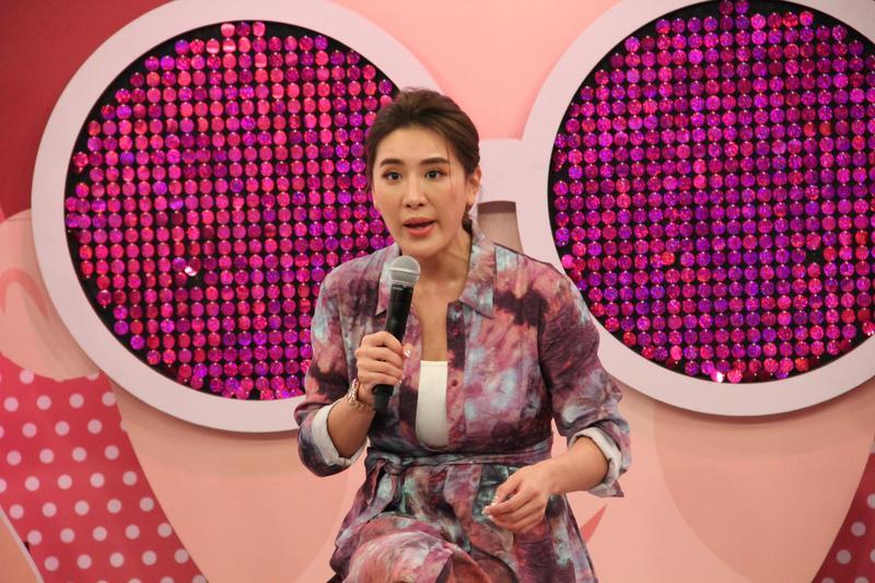 《聽媽媽的話》主持人小禎本身就是職業媽媽的最佳代表。(年代提供)