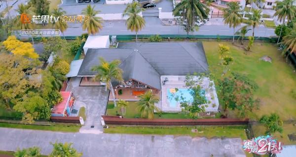 吳尊、林麗吟居住的豪宅曝光,還有大庭院和游泳池。(芒果tv)