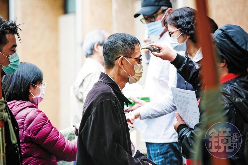 台灣從去年底就啓動防疫機制,蔡政府抗疫圑隊各種超前部署的作為,受到許多國家的肯定並跟進學習,贏得許多掌聲。