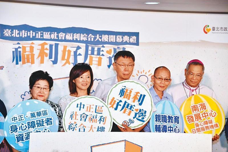 前台北市社會局長陳雪慧(左)遭王浩刁難,市長柯文哲(右)未力挺,讓她萌生辭意。(台北市政府提供)