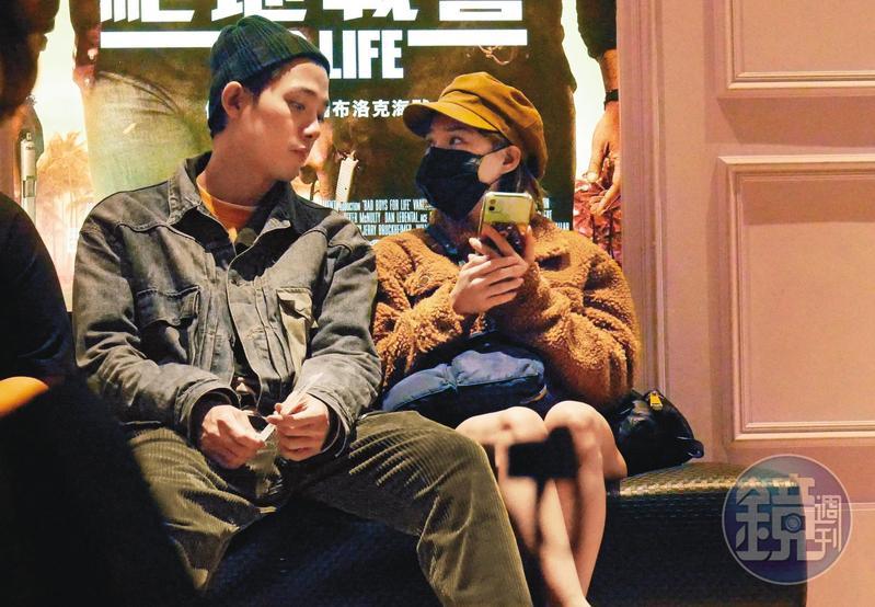 之前本刊發現,熊熊跟李唯楓進行電影約會,兩人互動親暱。
