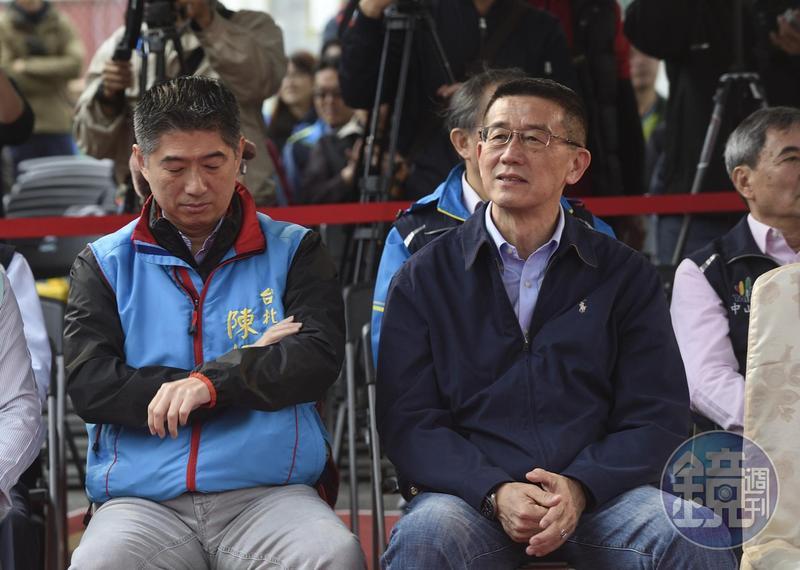 台北市資深議員王浩(右)出身媒體,曾當過主播。