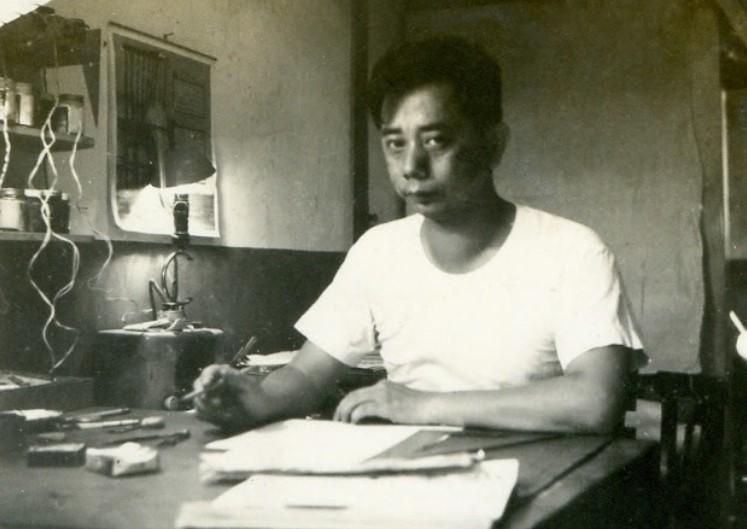 葉宏甲因捲入228事件受10月牢獄之災,其母為救兒散盡家財打通關係。(翻攝自童年漫畫臉書)