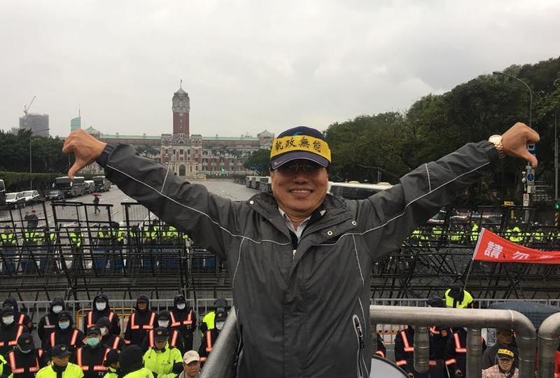 李來希質疑美國3億多人口,台灣提供10萬個口罩給美國能做什麼?(翻攝自李來希臉書)