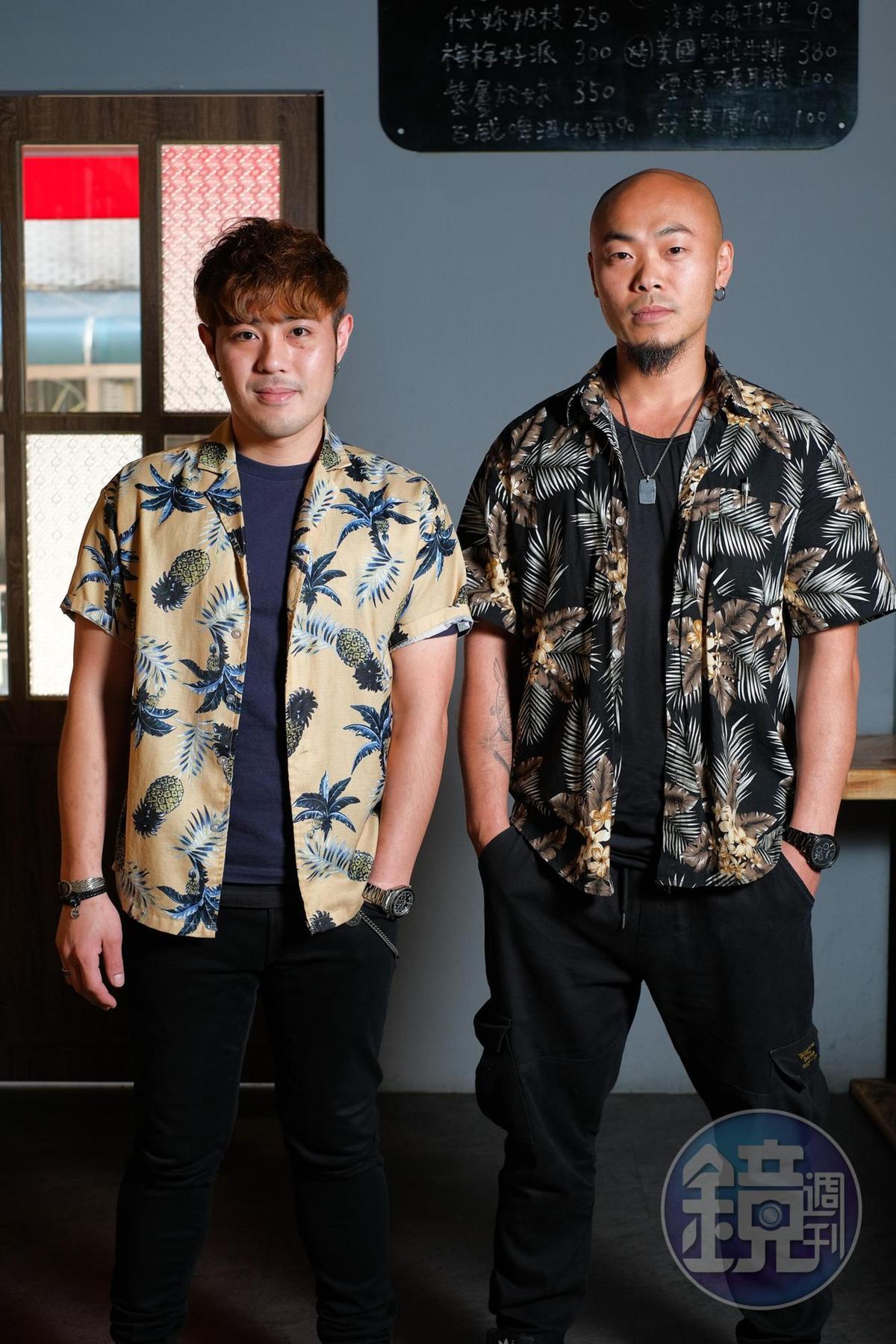 老闆張顯宗(左)、鄧喬安(右),套上花襯衫,把台味穿出態度。