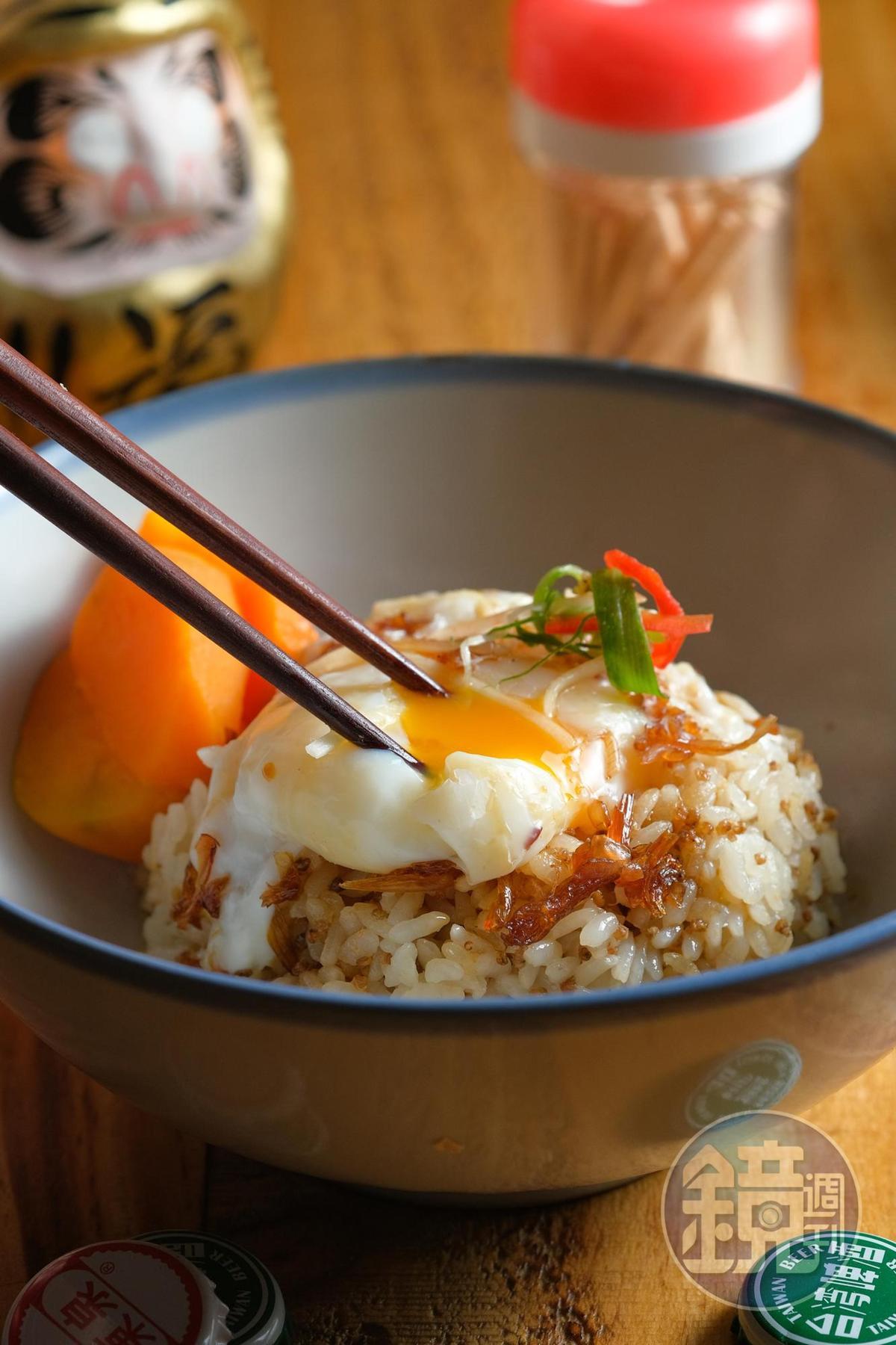 拌入藜麥、有鬆甜地瓜的「瑞春豬油蛋飯」,古早味飲食也兼顧營養。(80元/碗)