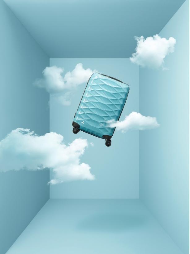 ROTECA史上最軽量的行李箱,空箱僅1.7公斤重;2種尺寸,自NT$20,000至24,000不等。(ACE BAGS & LUGGAGE提供)