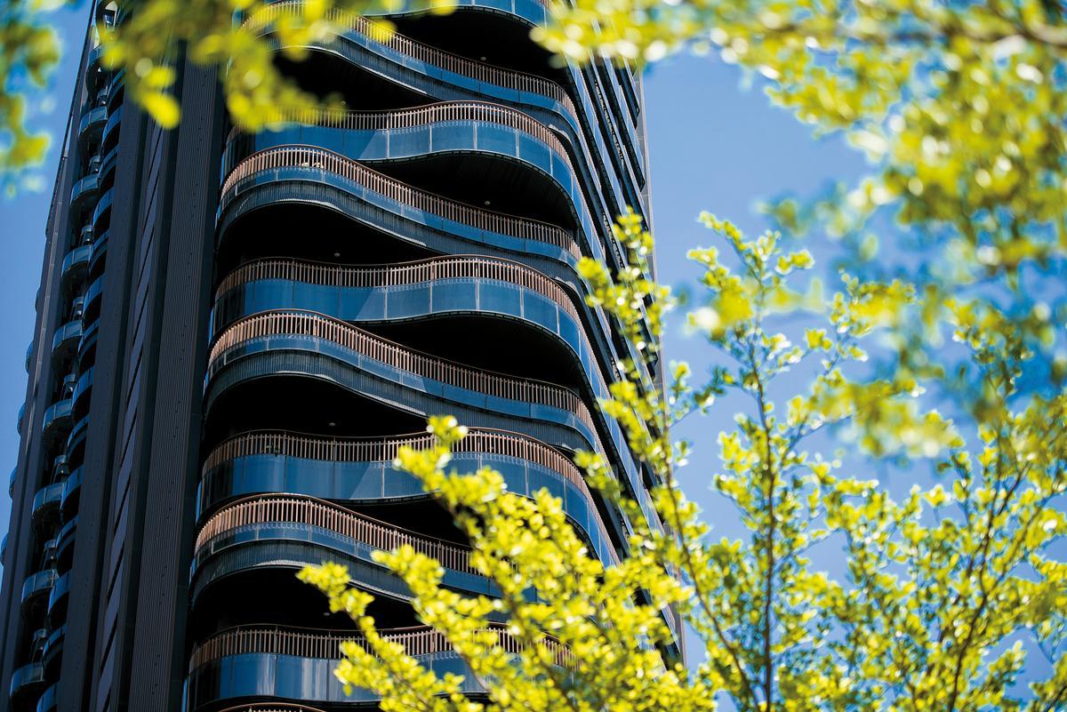 國際建築大師李天鐸設計,外觀採雲浪曲線風格,並將高雄地景融入建築,鑄造高雄農16的國際級景觀宅