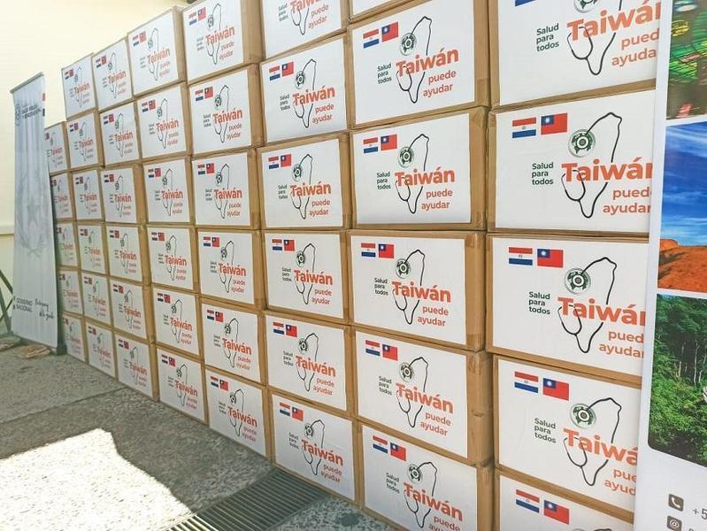 巴拉圭當地媒體報導,台灣捐贈100萬片口罩及10個手術帽等防疫物資。(翻攝自《TRECE》網站)