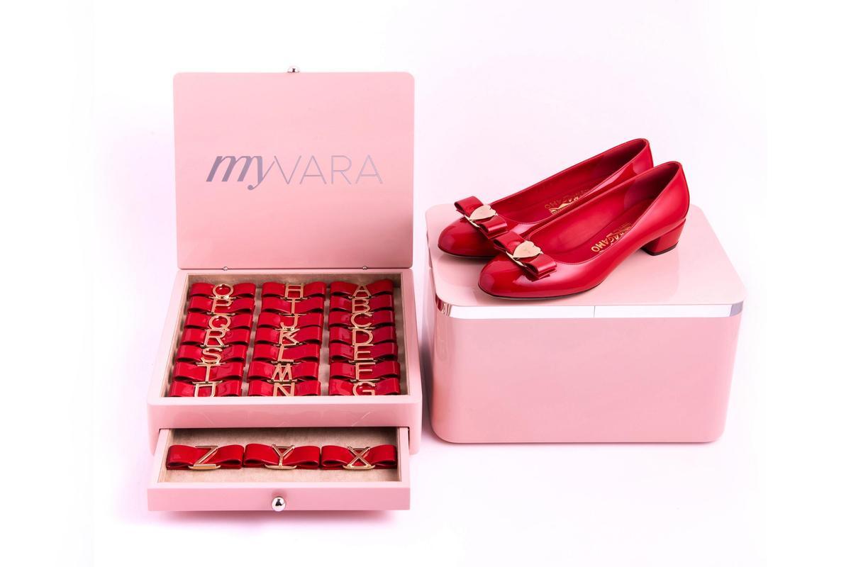 Vara紅色漆皮訂製鞋。NT$28,500(Salvatore Ferragamo提供)