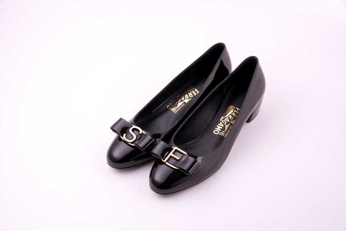 Vara黑色漆皮訂製鞋。NT$28,500(Salvatore Ferragamo提供)