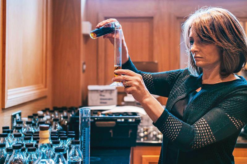 首席調酒師Rachel Barrie的工作繁多且關鍵,但又需要無比的專注與精準,透過酒質的表現我們也可以體會到這一面。