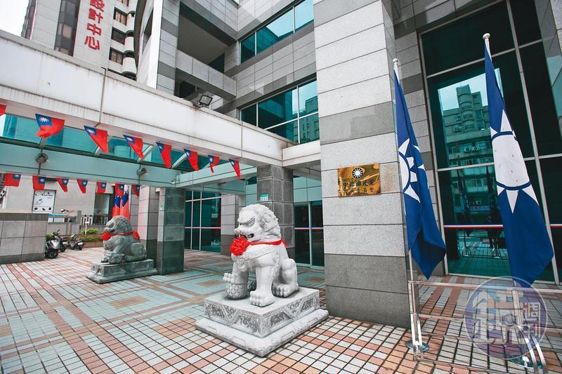 22日下午,文傳會大剌剌地邀請多位挺藍版主到八德路中央黨部開會,絲毫不避諱。