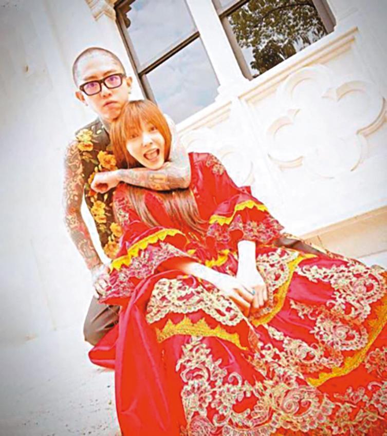 謝和弦日前和莉婭(右)到南投拍婚紗照,莉婭不管批評,堅持跟還沒離婚的謝湊作夥。