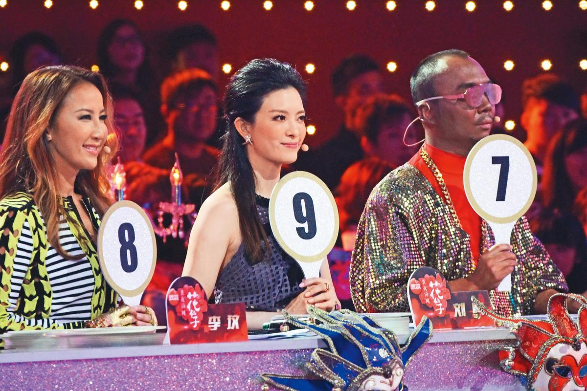 劉真(中)除教舞之外,也常上選秀節目,曾在《與星共舞》中擔任導師。左為李玟。(東方IC)