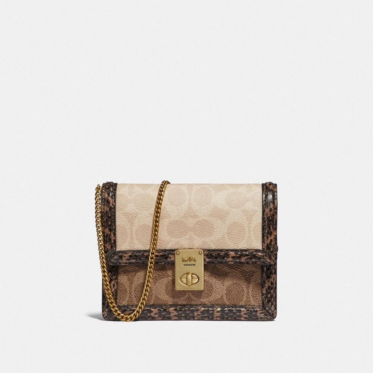 Signature塗層帆布印花拼接蛇皮細節的皮革Hutton手袋。NT$16,800(COACH提供)