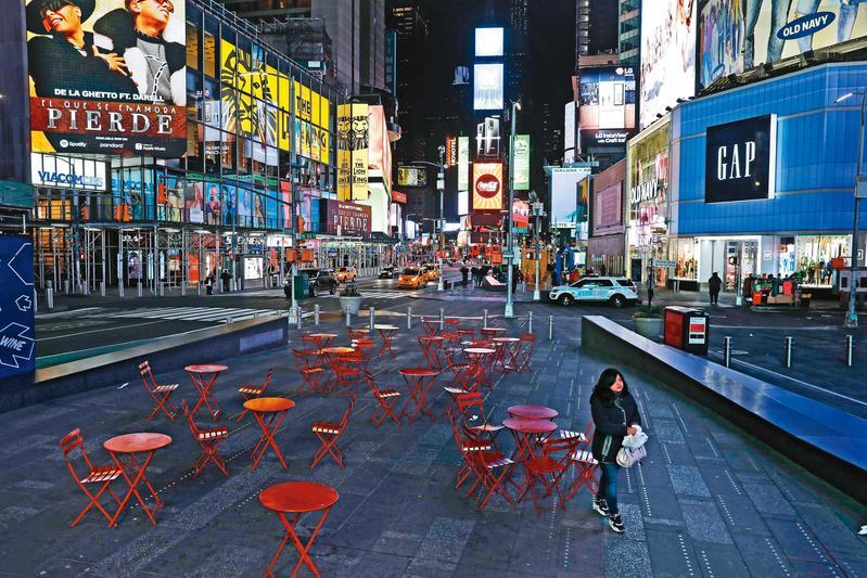 美國確診人數已破3萬5千人居全球第3高,僅次中國、義大利,紐約知名景點「時代廣場」也受疫情衝擊顯得空蕩蕩。(達志影像)