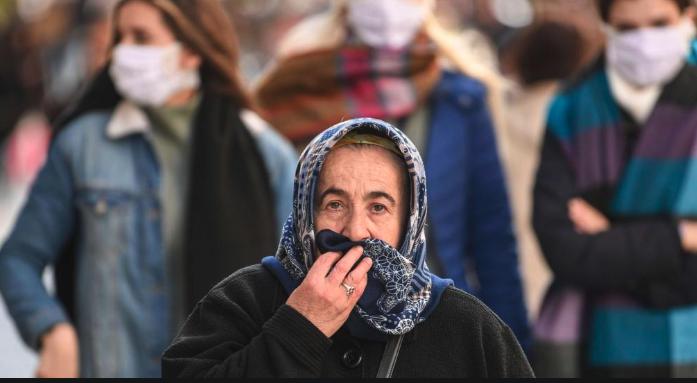 土耳其民眾誤信偏方,以為飲用酒精能預防武漢肺炎,2週內至少造成30死20傷。(翻攝自ahvalnews)