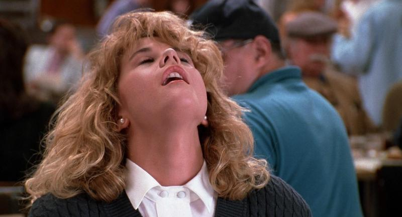 俄羅斯性學專家日前聲稱「性高潮會殺死所有冠狀病毒」,圖為《當哈利遇上莎莉》電影中梅格·萊恩在餐廳裡當眾表演性高潮。(翻攝自臉書)