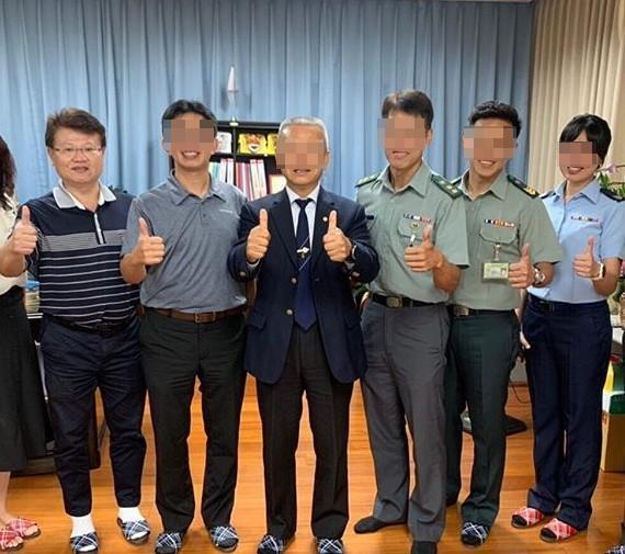 南亞技術學院約聘副校長羅時逢(左一),遭前校長等人指控坐領乾薪、私用公務車。(翻攝IG)
