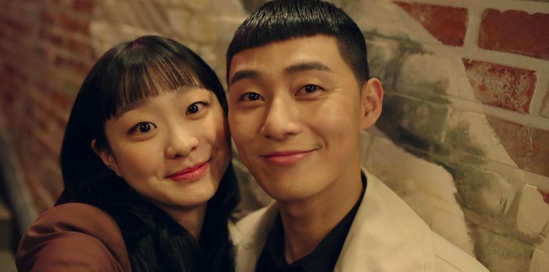 朴敘俊與金多美主演《梨泰院Class》,忠實還原漫畫角色外型贏得讚賞。(Netflix提供)