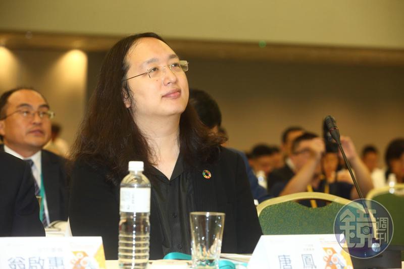 行政院政務委員唐鳳實測領口罩取貨速度,表示只用了不到一分鐘就順利取到貨了。圖為資料照。