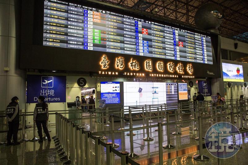 中央流行疫情指揮中心宣布全面禁止旅客來台轉機。