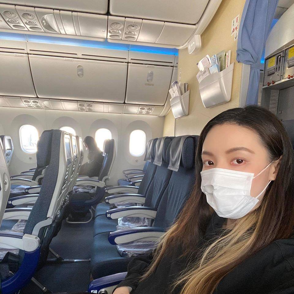 歐陽靖回台的日航班機非常空。(翻攝自歐陽靖臉書)