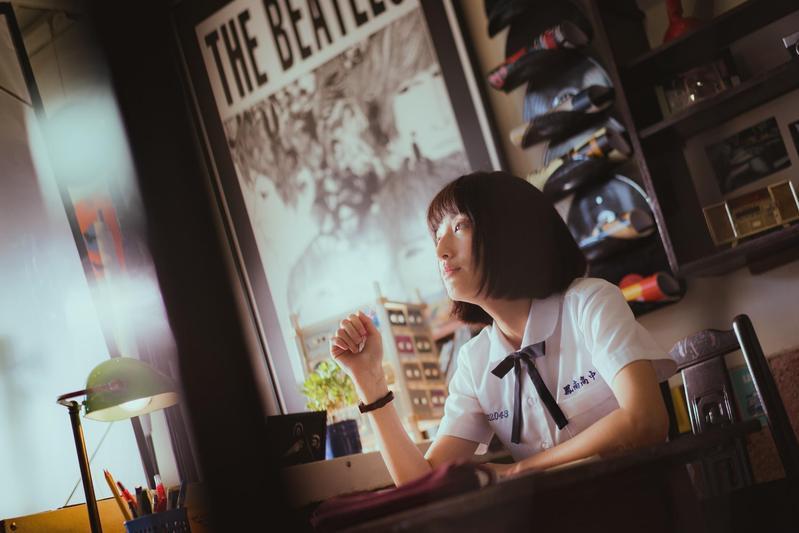 劇中柯佳嬿飾演的陳韻如,常在打工的唱片行播放伍佰&China Blue的〈Last Dance〉。(三鳳製作與福斯傳媒提供)
