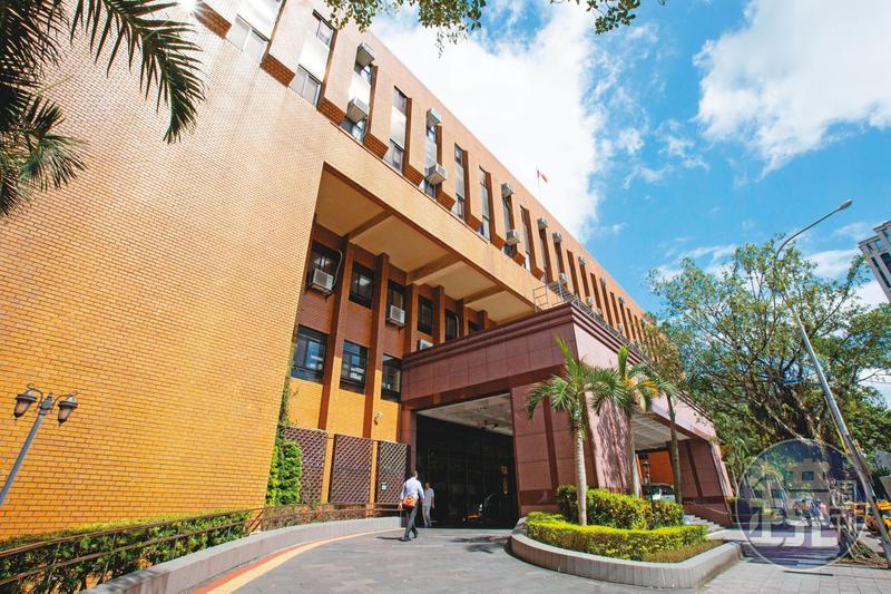 陶金銘與小三因涉妨害家庭被判有罪定讞,台北地院近日也判2人須連帶賠償陶妻100萬元。