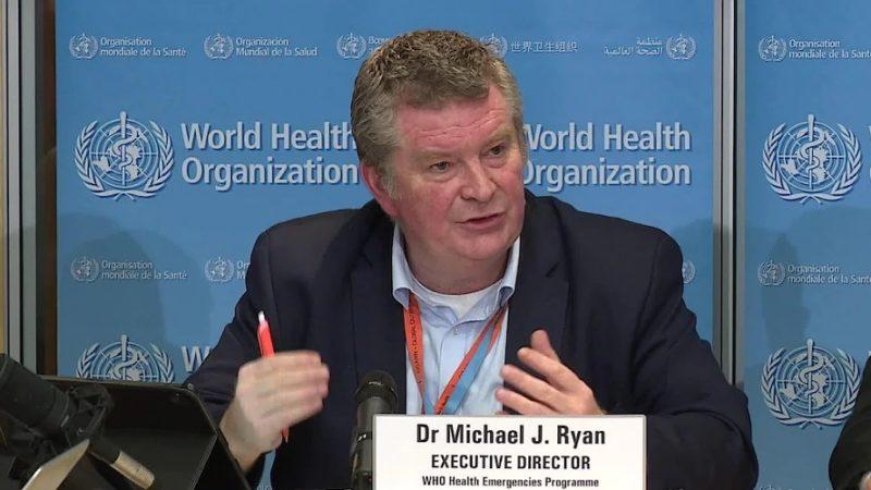 突發衛生事件執行主任萊恩表示,現階段沒人能夠預測這波疫情會持續流行多久,在有效疫苗研發出來前,請大家與病毒共存。(翻攝自推特)